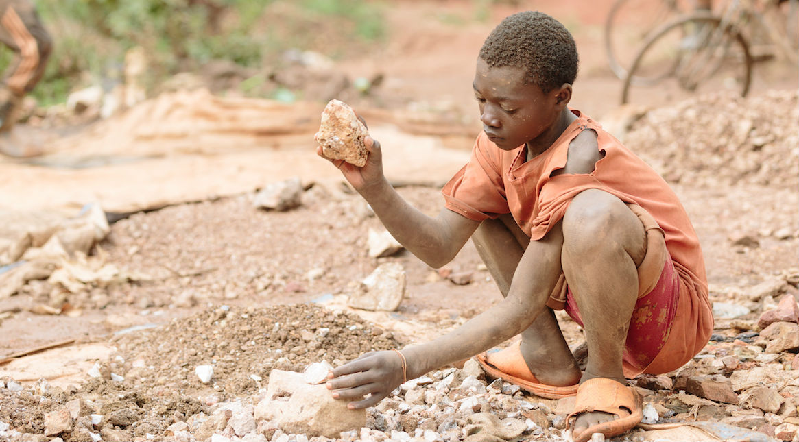 essays on child labour should be banned Essay child labor should be banned 1274 words | 6 pages outline claim : young labor should be banned i threatening the lives of children a exploiting immaturity of.